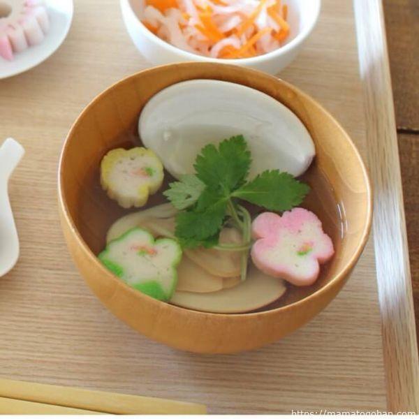 手作りお食い初めメニュー:蛤と三つ葉と花麩のお吸い物