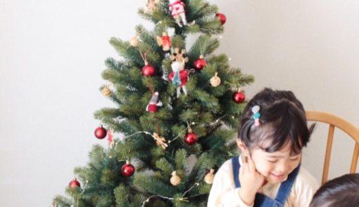 RSグローバルトレード社のクリスマスツリーと子供