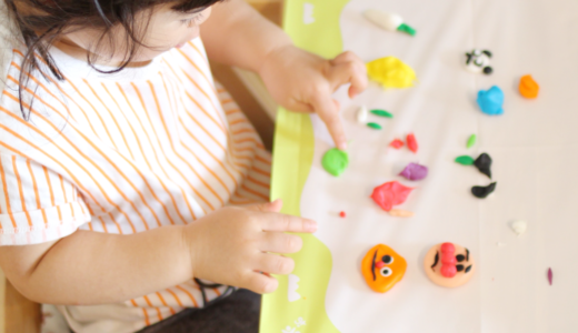 猛暑や雨の日も楽しめる!2歳児の室内遊びは創作活動がオススメ