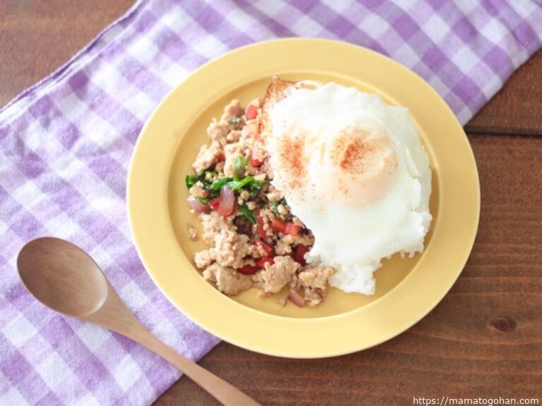 【幼児食】1歳からOK!子供に人気のガパオライス風そぼろごはんレシピ